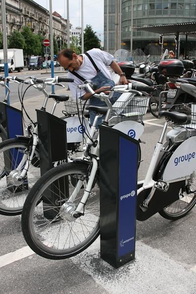 Стоянка прокатных велосипедов / Фото из Швейцарии