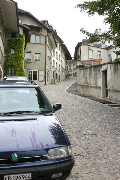 Взгляд наверх - оттуда спустились / Фото из Швейцарии