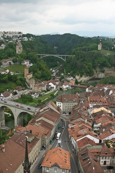 Вдалеке - мост Gotteron, ближайший - Zähringen / Фото из Швейцарии