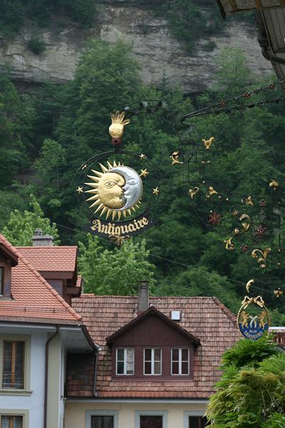Знак на доме / Фото из Швейцарии