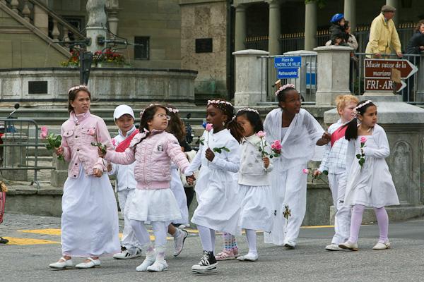 Группа девочек / Фото из Швейцарии
