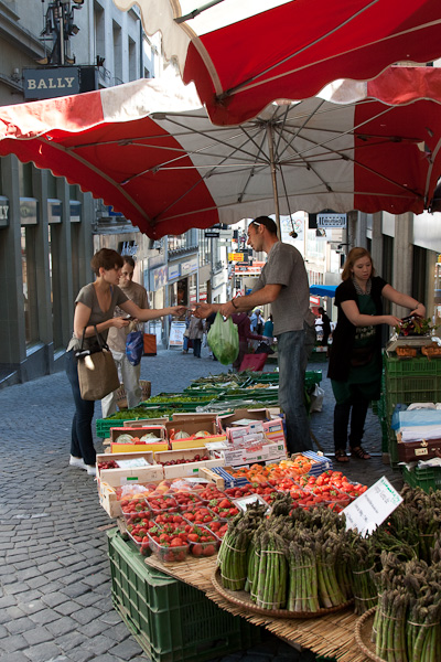 Уличный рынок / Фото из Швейцарии