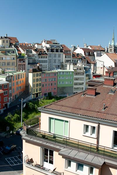 Новые и старые дома в Лозанне тесно перемешаны / Фото из Швейцарии