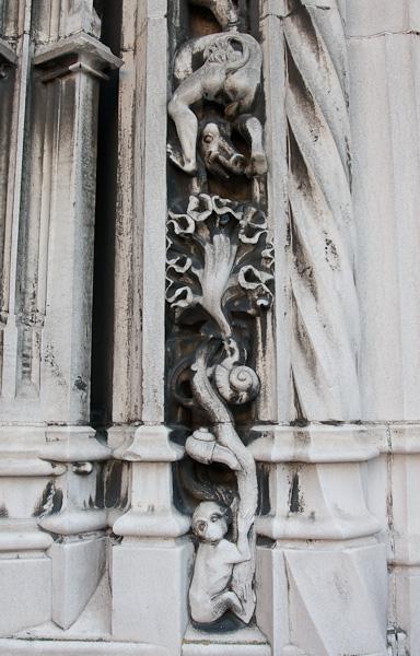 Элемент входа в собор / Фото из Швейцарии