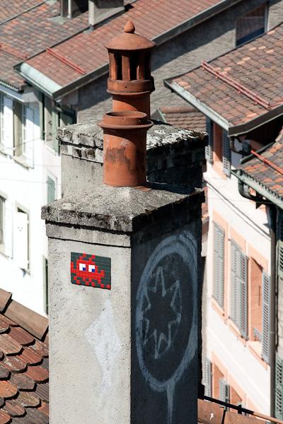 Инопланетяне захватывают трубы Лозанны / Фото из Швейцарии