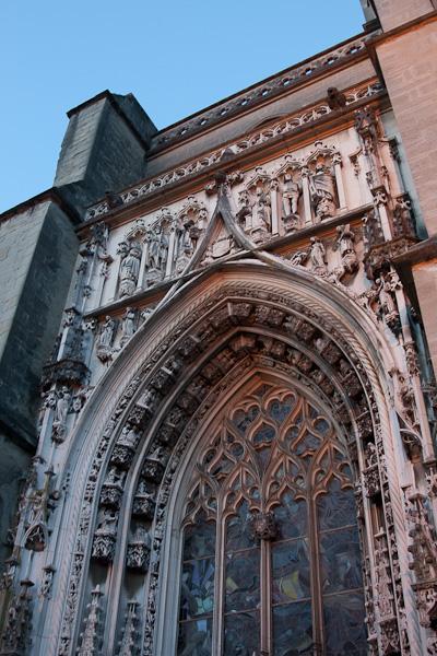Лозанский собор - вход / Фото из Швейцарии