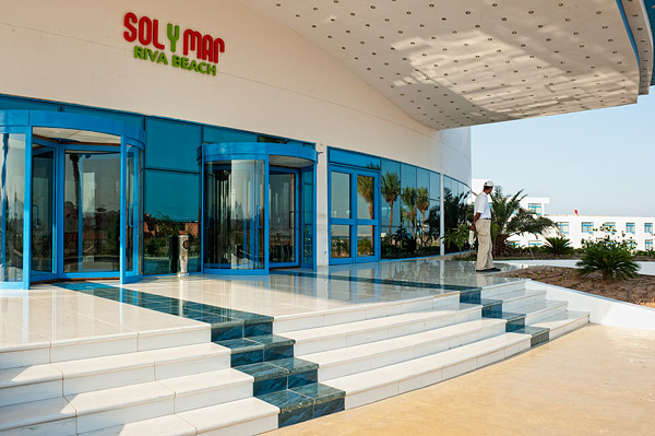 Главный вход отеля Sol Y Mar Riva Beach