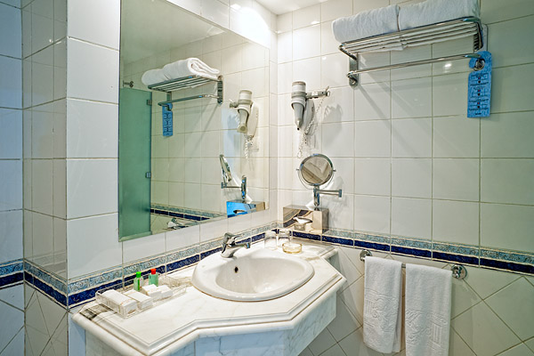 Ванная комната в стандартном номере в отеле Sol Y Mar Riva Beach