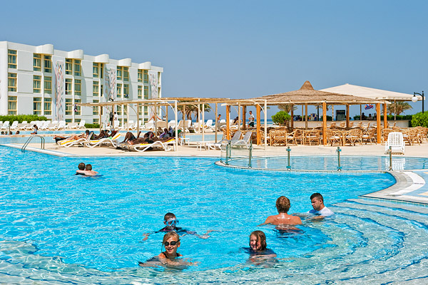Бассейн отеля Sol Y Mar Riva Club