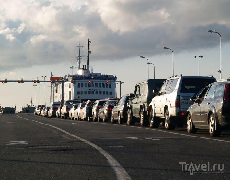 Очередь на паром, пристань Виртсу / Фото из Эстонии