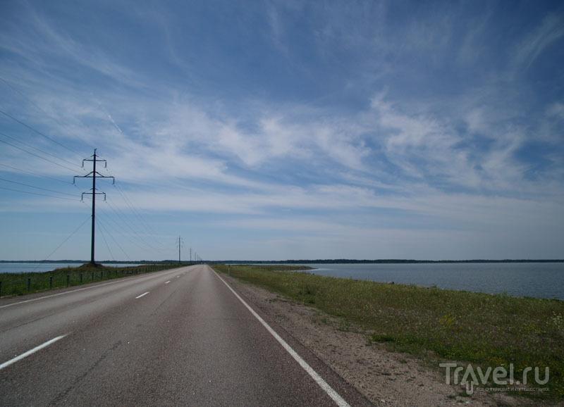 Дамба между островами Сааремаа и Муху / Фото из Эстонии
