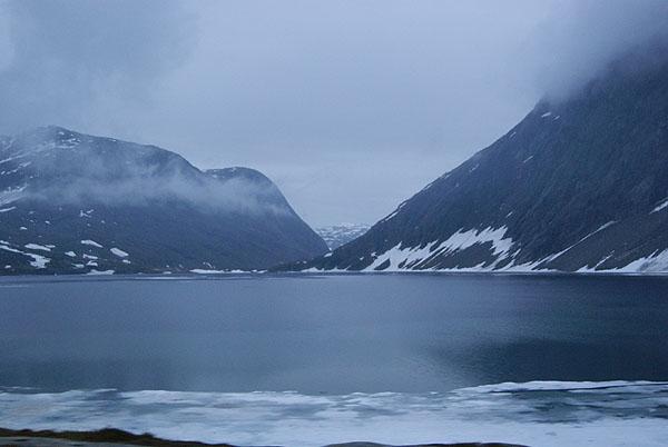 Озеро в горах Норвегии / Фото из Норвегии