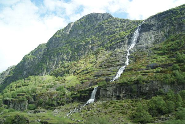 """На другой стороне Гейрангер-фьорда - водопад """"Жених"""" / Фото из Норвегии"""