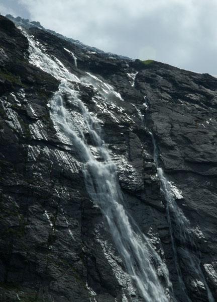"Водопад ""Фата Невесты"" на берегу Гейрангер-фьорда, Норвегия / Фото из Норвегии"
