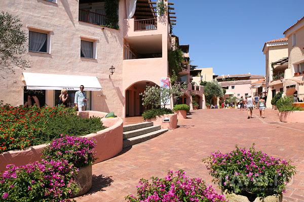 Курортный поселок Порто-Черво на острове Сардиния / Фото из Италии