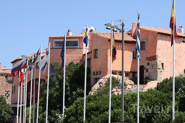 Флагштоки на пристани в Порто-Черво / Фото из Италии