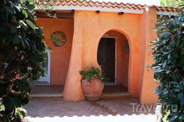 Типичная сардская архитектура в Байя-Сардиния / Фото из Италии