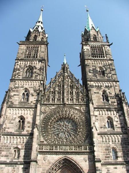 Лоренцкирхе - самая большая церковь в Нюрнберге / Фото из Германии