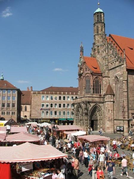 Место проведения самой большой в Германии рождественской ярмарки, Нюрнберг / Фото из Германии