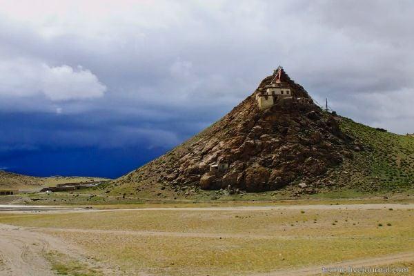 Монастырь у озера Манасаровар / Фото из Китая