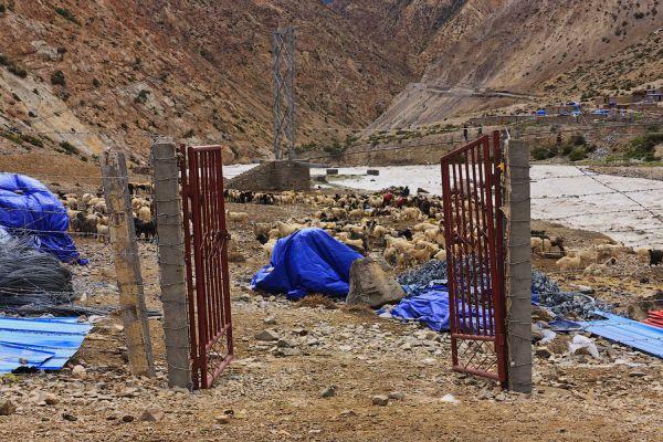 Ворота между Непалом и Китаем / Фото из Китая