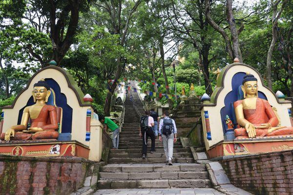 Храм на вершине горы в Катманду / Фото из Непала
