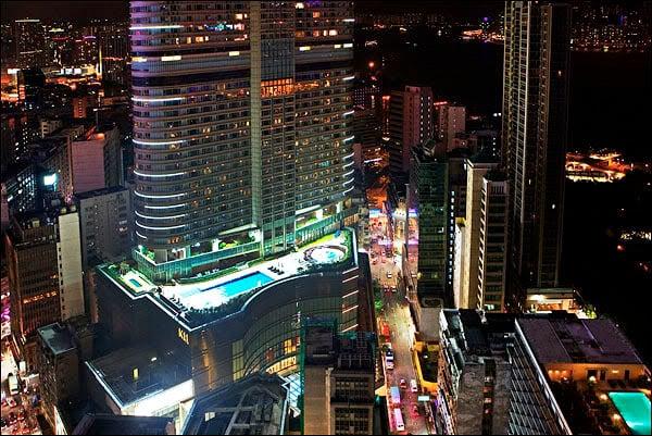Бассейны на крышах / Фото из Гонконга
