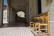 У церкви: стулья / Кипр
