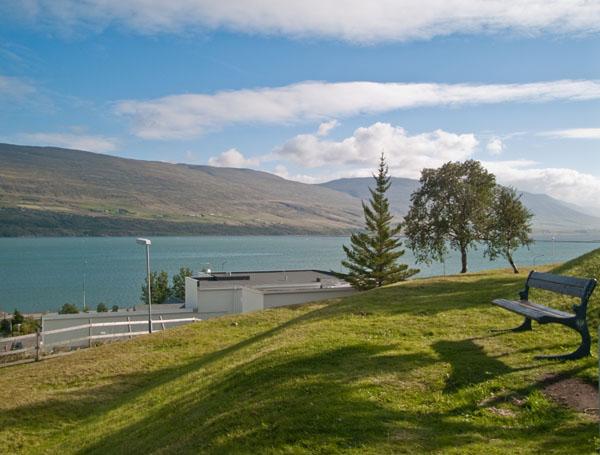 Вид на залив с холма Акюрейри / Фото из Исландии