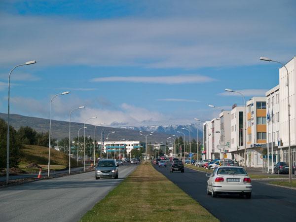 Снежные вершины к северу от Акюрейри / Фото из Исландии