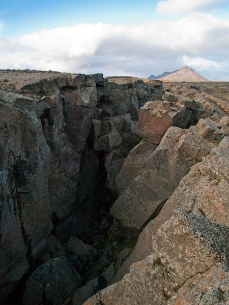Разлом Grjótagjá - вид сверху / Фото из Исландии