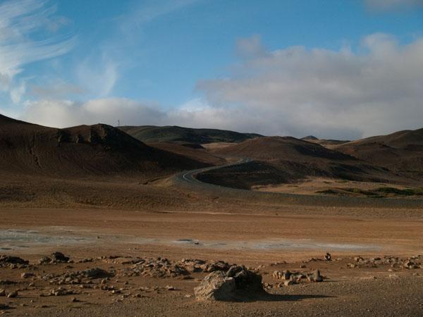 Дорога манит вперед / Фото из Исландии