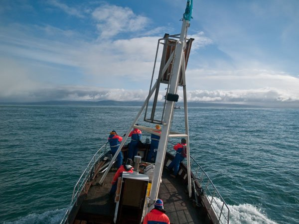 Судно качается на волнах от вчерашнего шторма / Фото из Исландии