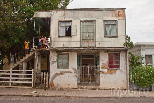 Дома местных жителей на Антигуа / Фото из Антигуа и Барбуды