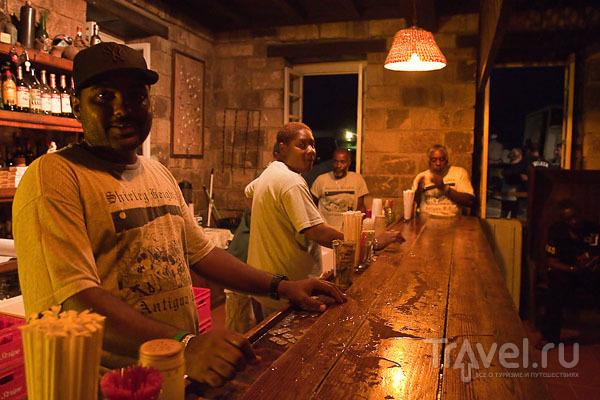 Бар на Карибских островах / Фото из Антигуа и Барбуды