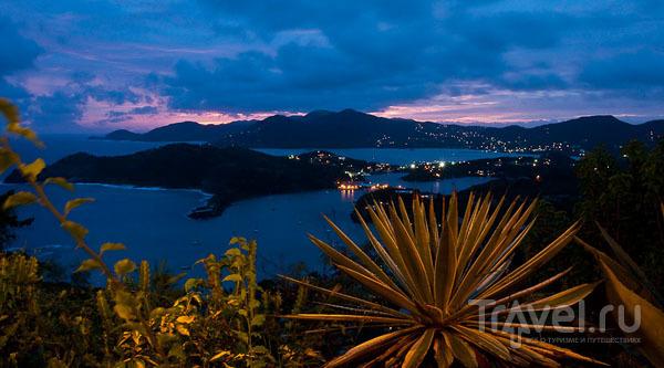 Вечерний вид English Harbour на Антигуа / Фото из Антигуа и Барбуды