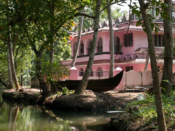 Богатый дом на острове Munroe / Фото из Индии