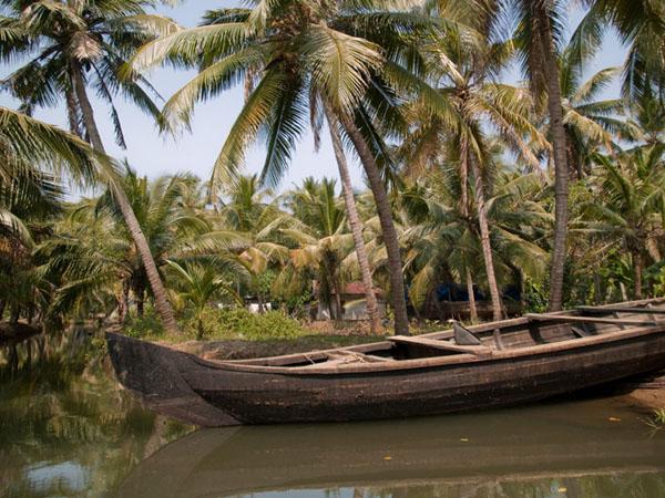Типичное каное для каналов острова Munroe  / Фото из Индии