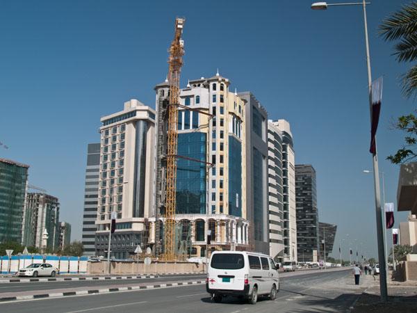 Строительство новых небоскребов в Дохе / Фото из Индии