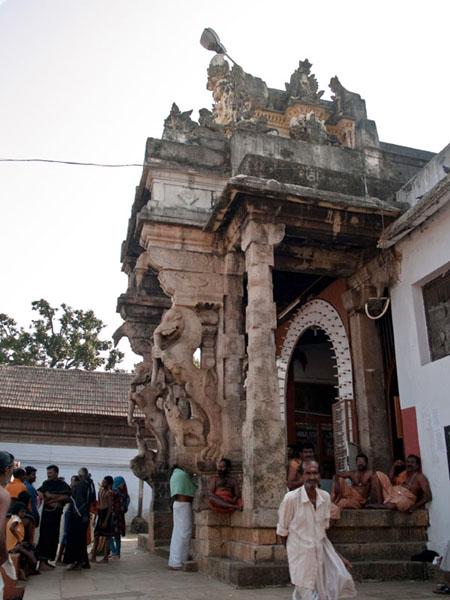 Вход в храм Sri Padmanabhaswamy - только для индуистов / Фото из Индии