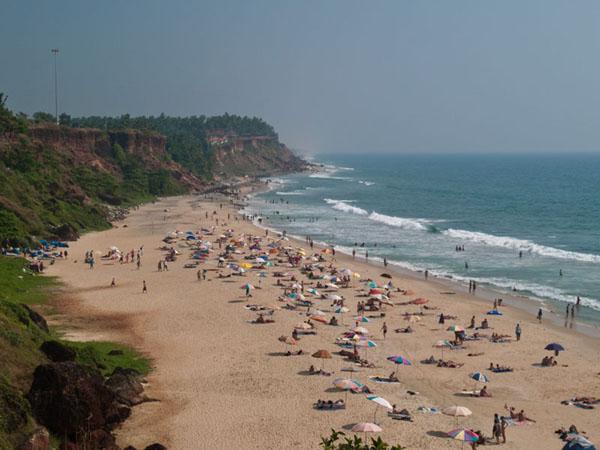 Обрыв и пляж в Варкале / Фото из Индии