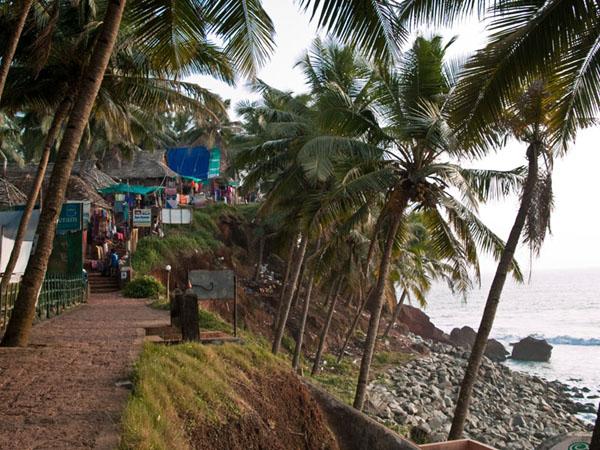 Набережная с магазинами и ресторанами, Варкала / Фото из Индии