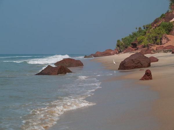 Дикий и пустынный пляж у подножия South Cliff, Варкала / Фото из Индии