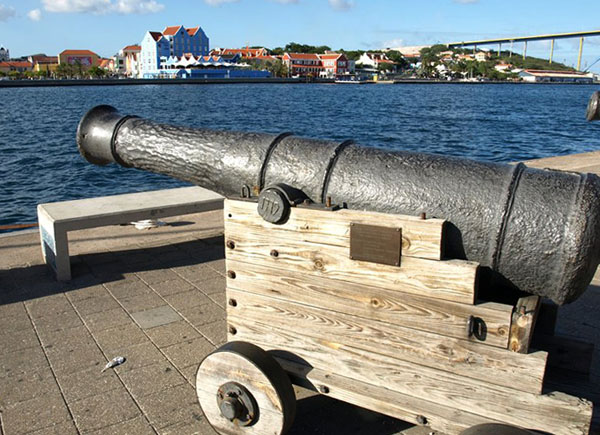 Пушка на набережной, Кюрасао / Фото с Кюрасао