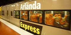 ...Arlanda Express, осуществляющая скоростные железнодорожные перевозки из шведского аэропорта Arlanda в Стокгольм...