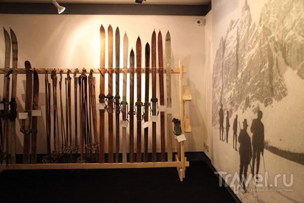 Экспозиция горных лыж в музее Regole d'Ampezzo / Фото из Италии