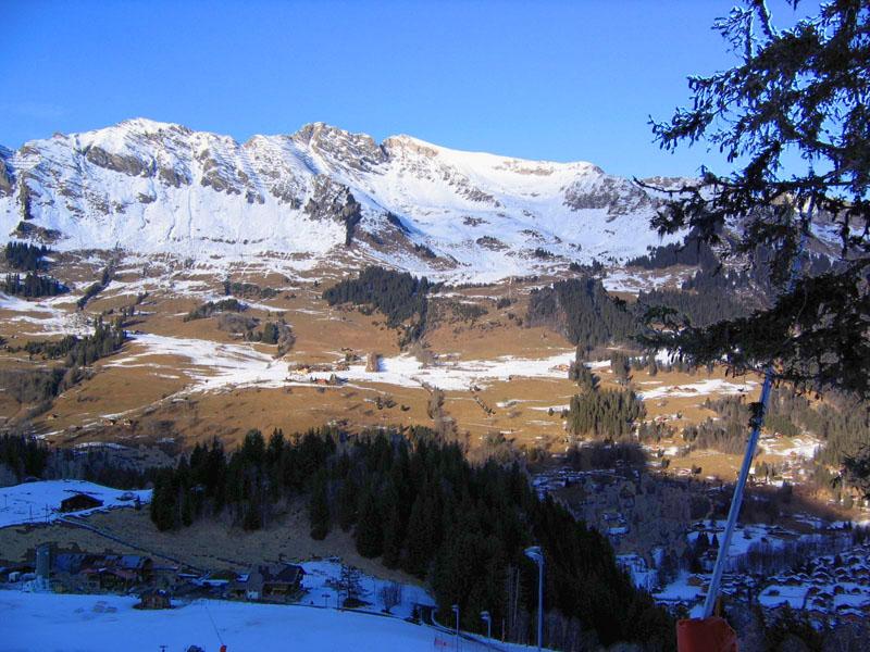Вид на массив Ле-Таран и часть области Изно со склонов Ле-Мазо / Фото из Швейцарии