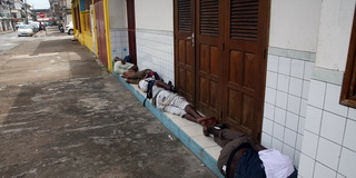 Отдыхающие / Суринам