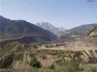 В межгорной долине / Таджикистан