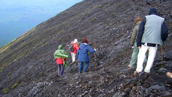Трекинг на вулкан Ньирагонго в Конго / Фото из Конго (бывш. Заир)
